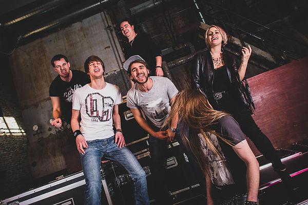 Mit Tom H.,Andi, Stefan, Tom T., Jamie und Susi von der Rock Coverband Heavy Crunch gibt es Party ohne Ende.