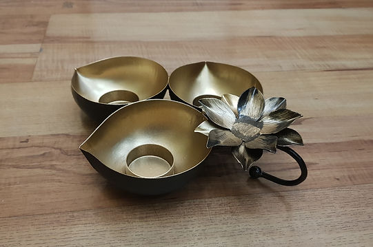 Lotus Table T-light-1.jpg