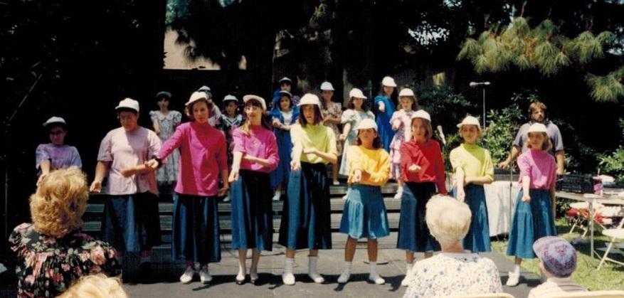 Kollot Shira Girls Choir Jr High Division June 1990 001 crop