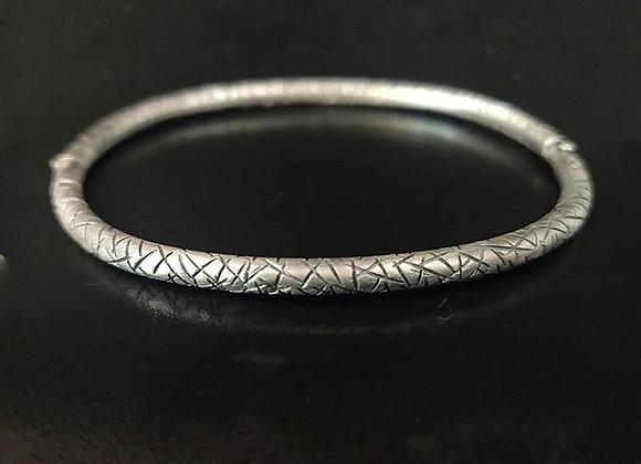 Bracelet jonc texture lignes