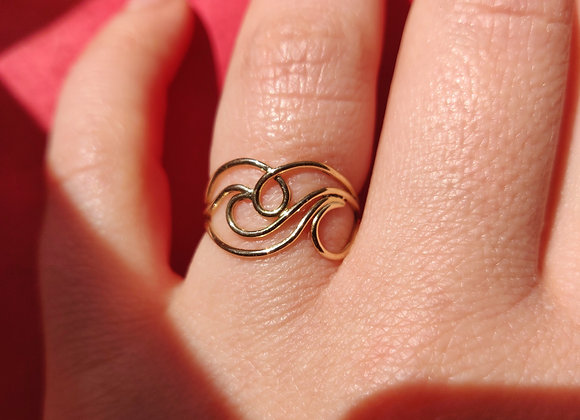 Line and loops gold ring
