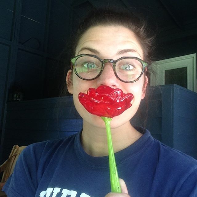 Lovin' these NEW glass roses, smells so good HA #madbymerritt #merrittart #handblownglass #redrose