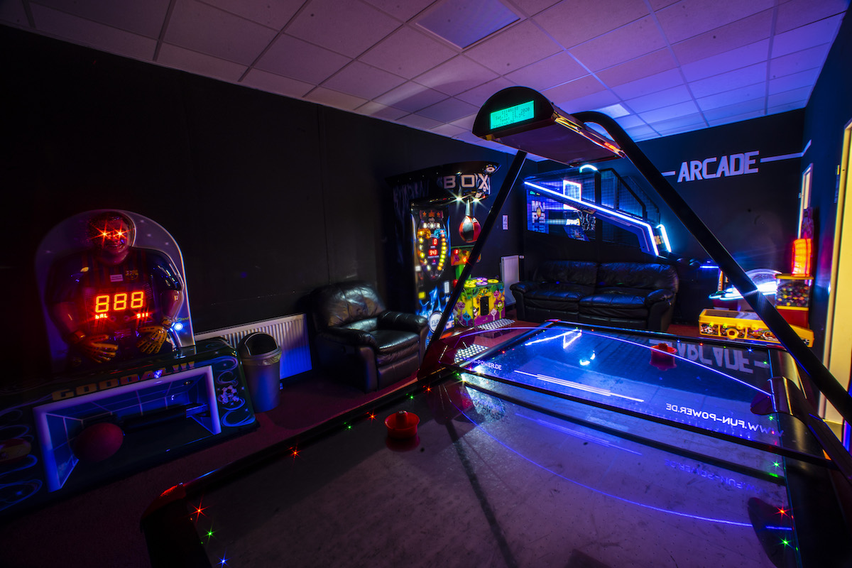 Trampolin Jump Arena Arcade Room
