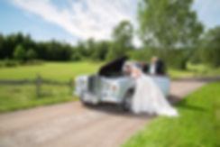 Bryllupsbilde med bil.Veteranbil i bryllup. Hvordan velge fotograf til bryllup. Rolls Royce i bryllup. Bryllupsfoto med veteranbil