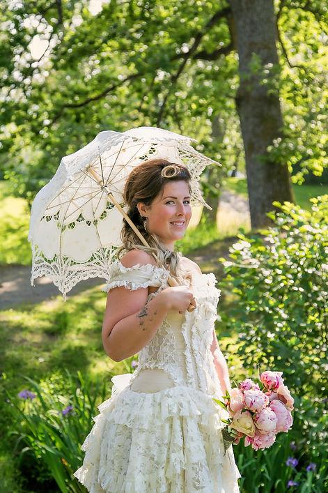 Brudebilde med paraply. Bryllupsfotograf Atle Slettingdalen