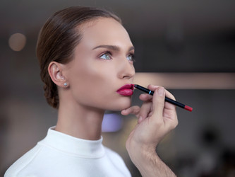 5 Benefits of Hiring a Makeup Artist