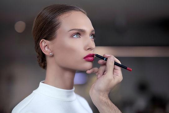 Anwenden von Lippenstift