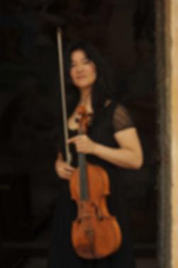 LYDA CHEN ARGERICH Viola standing pix.JP