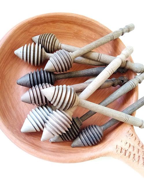 Cuillères de miel en bois de noyer.