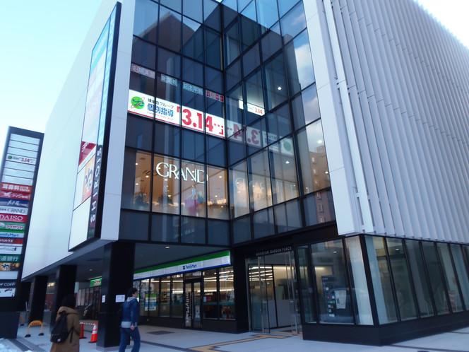 New shopping mall: Shiroishi Garden Place