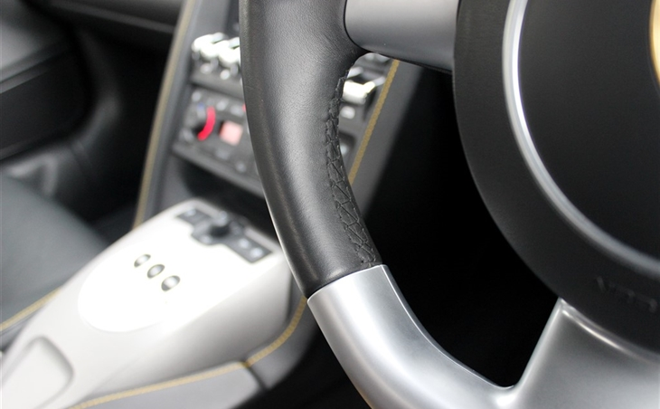 10-steering-wheel-stitching-9