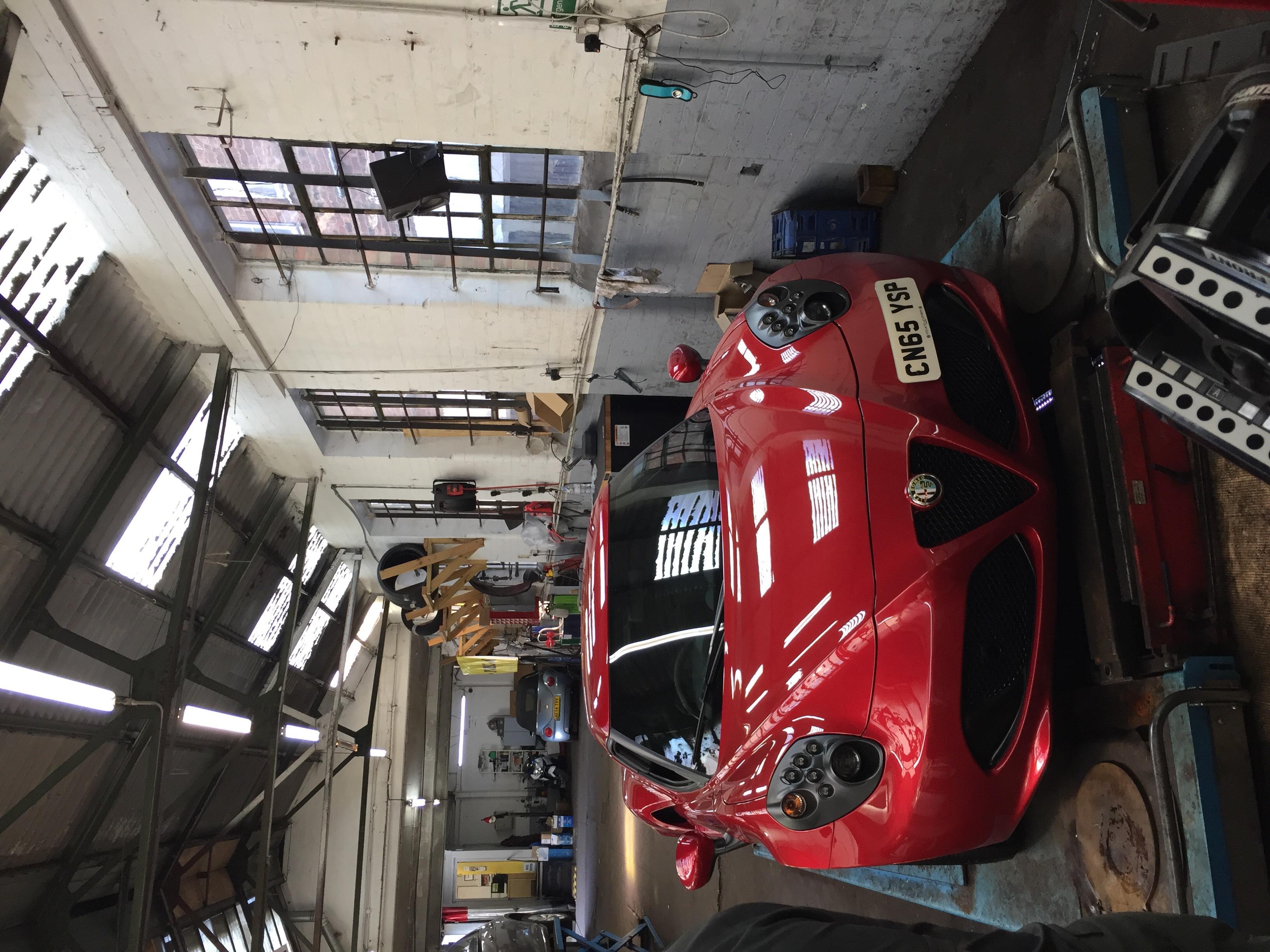 Alfa 4C Red