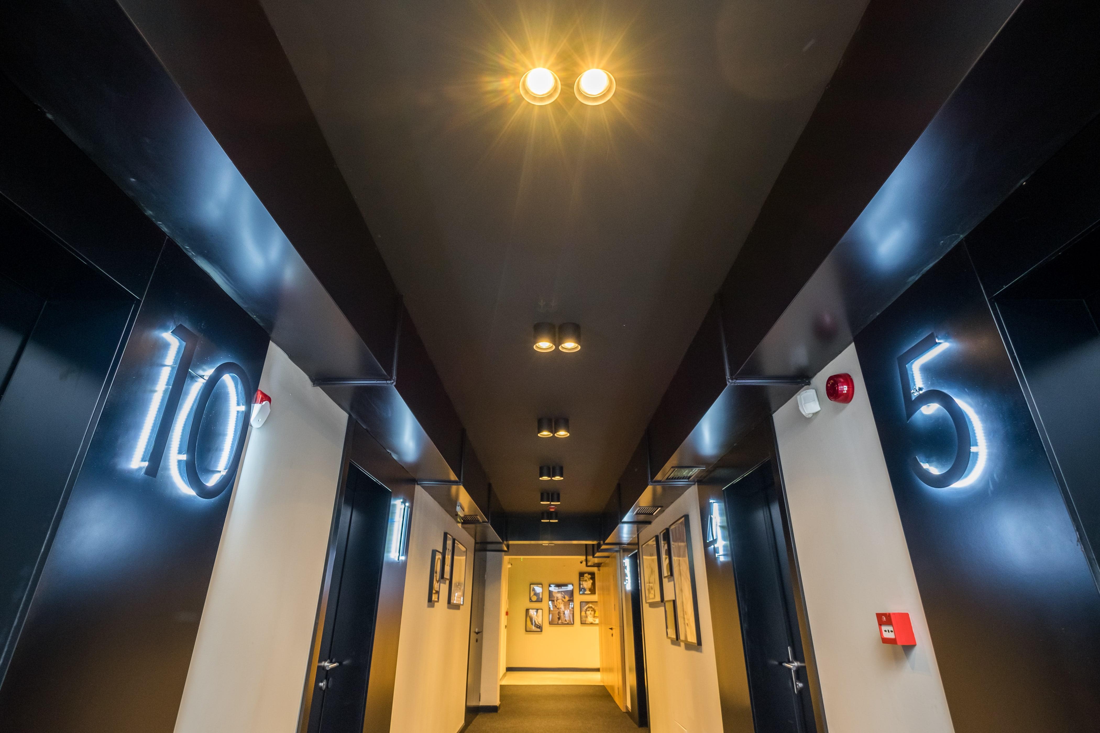 R34 Hallway