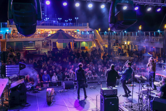 Jesse Dayton and band rock the pool deck