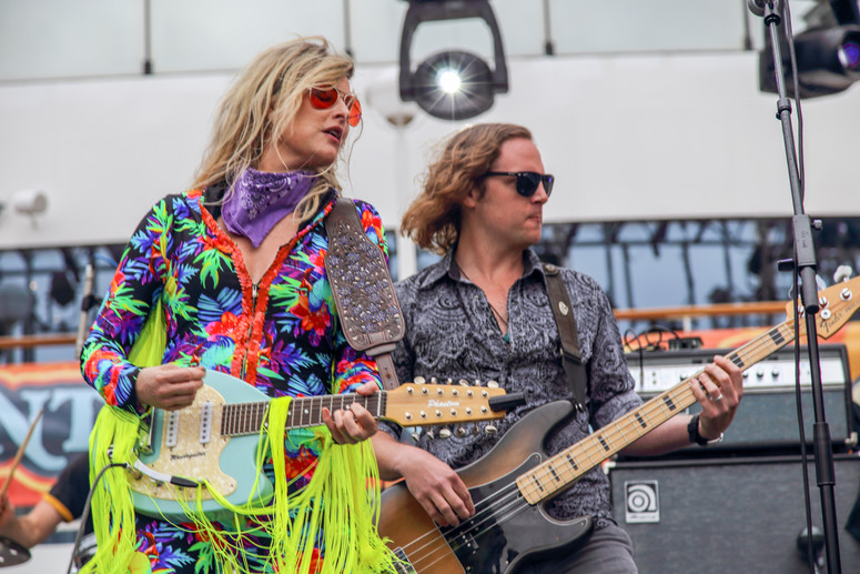 Elizabeth Cook and bassist
