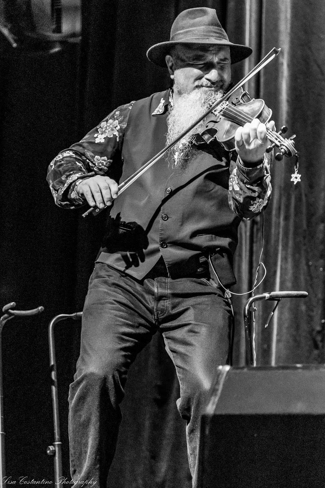 Billy Bragg's Woody Guthrie Tribute- Mic