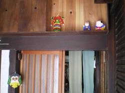 暖簾の向こうは台所。お店は引き戸の手前部分です。