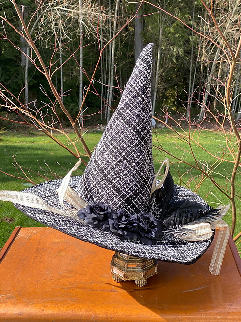 Witch Hat White/Black