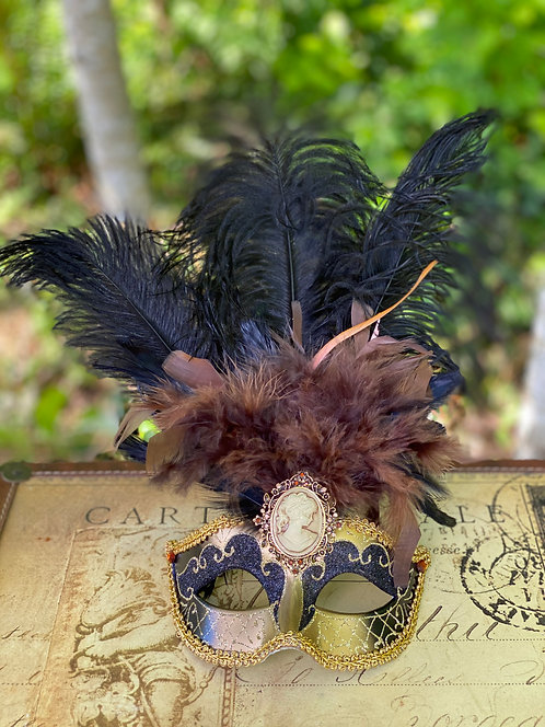 Feathered Cameo Mask in Gold/Black