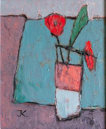 Vase à fleurs sur nappe verte