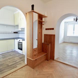 pronájem světlého prostorného bytu na Praze 6
