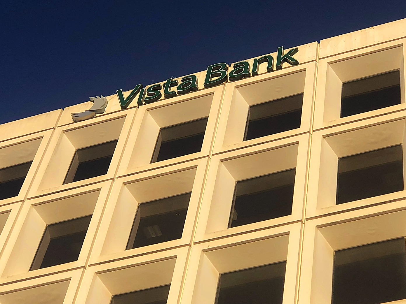 Vista Bank Photo #1