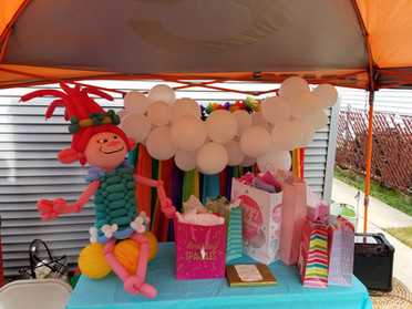 Poppy Troll birthday balloon display