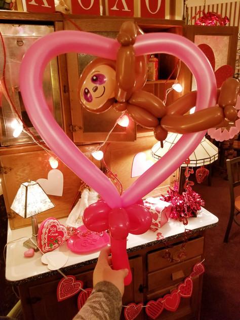 Sloth Heart balloon animal