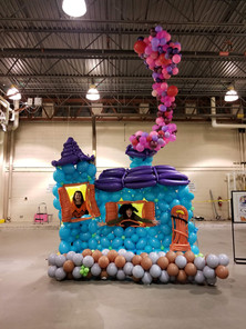 Haunted House balloon decor installation