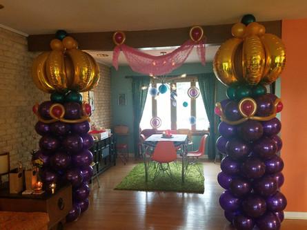 Arabian Nights balloon decor columns