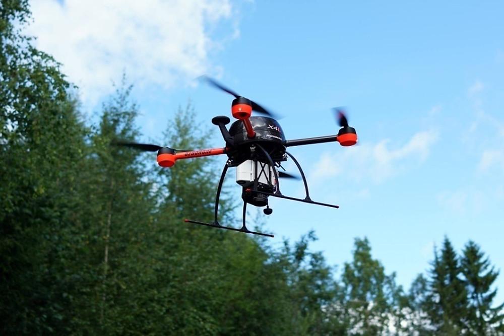 Drone lentämässä