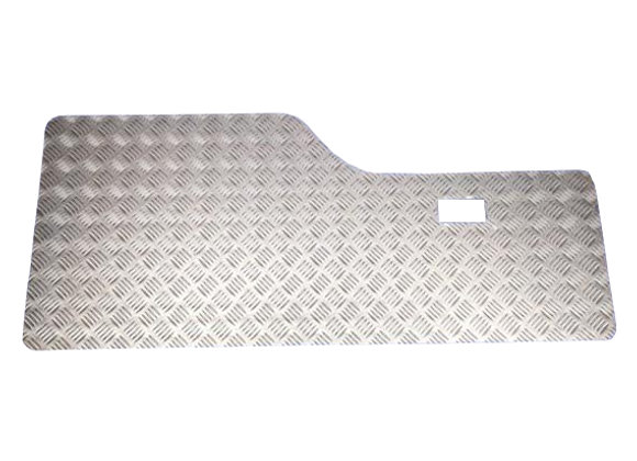 DISCOVERY 1 CHEQUER PLATE LOWER PANEL KIT - BLACK