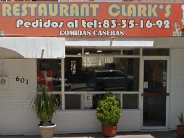 Homofobia en el restaurante Clark´s N.L.