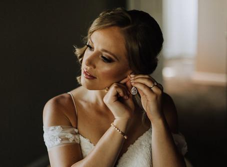 Modern Dress Bride: Alyx