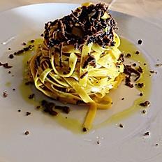 Tagliolini à la truffe noire Toscane, Guanciale Toscane, Romarin, Parmesan 24 mois