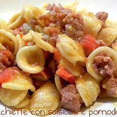 orecchiette maison, tomates cerise, saucisse fraiche, aubergines, ricotta Salé