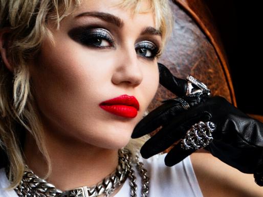 """Crítica: A era do rock de Miley Cyrus em """"Plastic Hearts"""""""