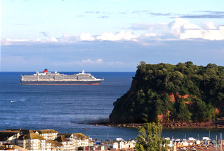 Queen Mary 2 in the Sunshine