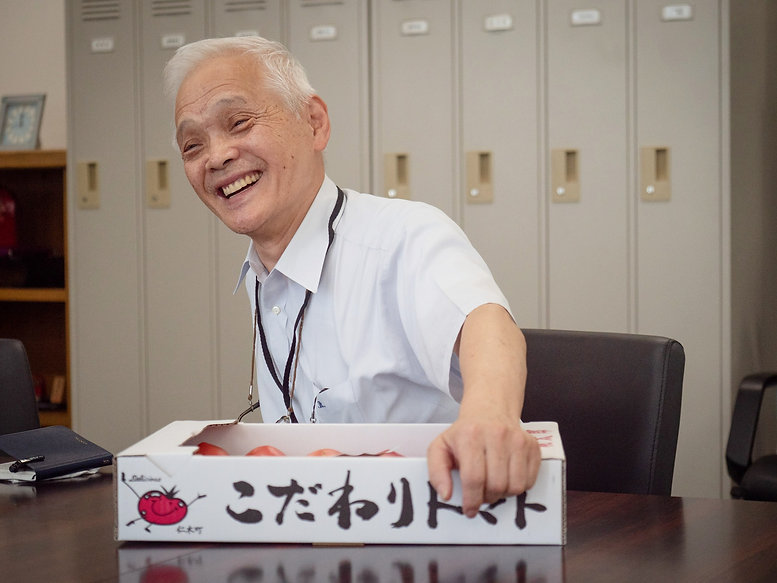 戸嶋さんのフルーツトマトと担当者・木村