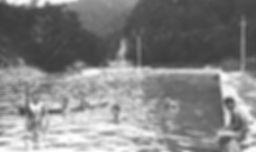 昭和初期に定山渓にあった温泉プールの白黒写真
