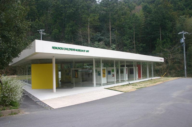 ねむの木美術館 緑の中