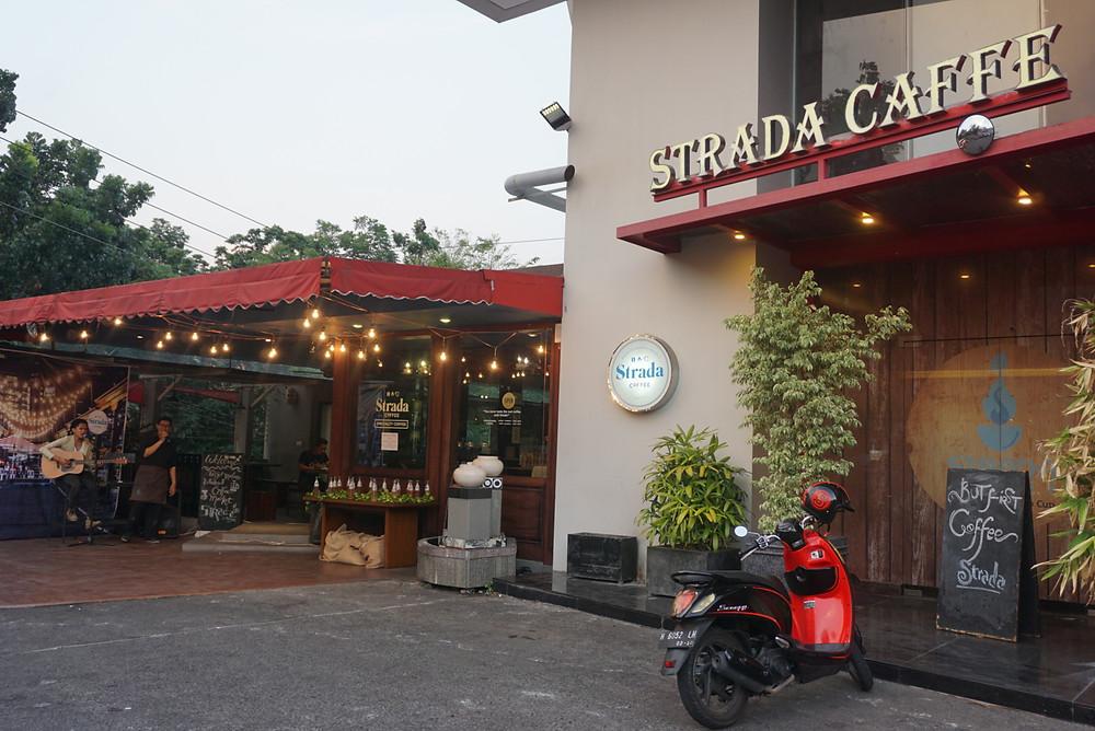 what to do in semarang strada caffe