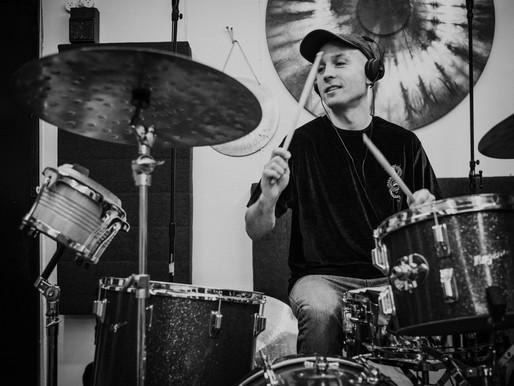 Būgnininkas Marijus Aleksa: mano širdyje yra vietos įvairiems muzikos žanrams