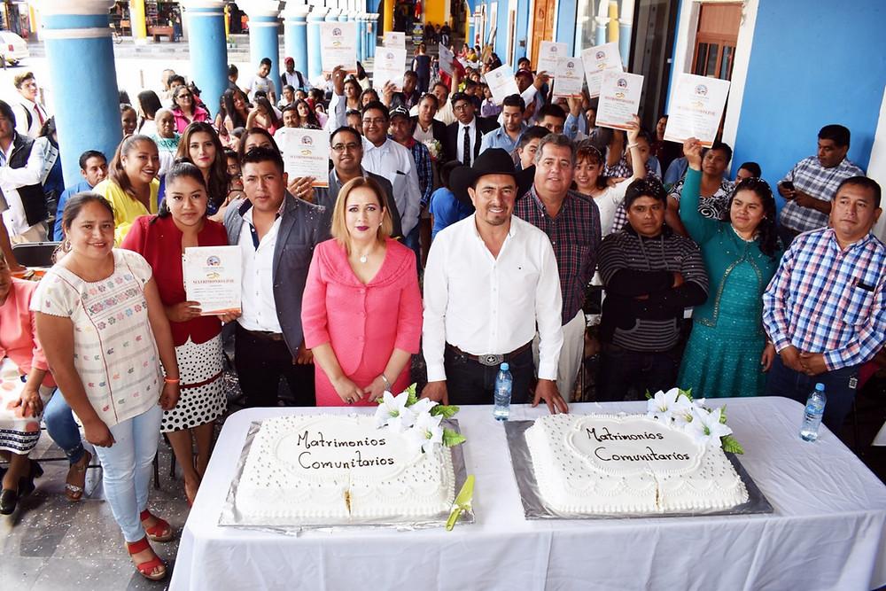 El alcalde Porfirio Loeza realizó la Primera Campaña de Bodas Comunitarias en Tlatlauqui