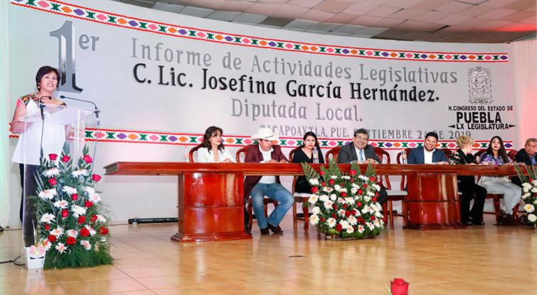La diputada Josefina García, rindió su 1er Informe de Actividades Legislativas ante legisladores, presidentes municipales, jueces de paz, líderes comunitarios de los pueblos indígenas de la sierra nororiental de Puebla