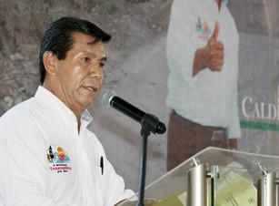 Unidad social rompe cerco de marginación y pobreza en Tenampulco, informa Aubdón Calderón Jiménez