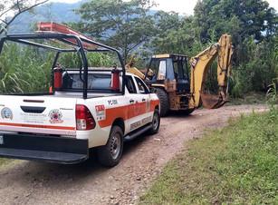 PC Tlatlauquitepec retira deslaves en zona baja del municipio