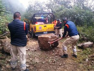 Protección Civil de Tlatlauquitepec libera caminos afectados por deslaves del Frente Frío 8