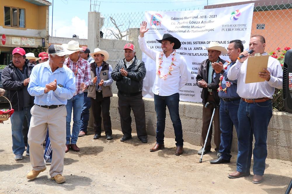 El Presidente Municipal Porfirio Loeza Aguilar, arrancó dos obras en la junta auxiliar de Oyameles