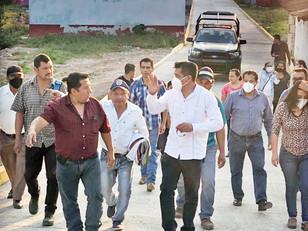 Para cumplir compromisos, Eusebio De Gante supervisa avance de obras en Tepactipan